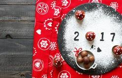 2017 Gelukkige nieuwe jaarlijst met suiker en chocolade Stock Fotografie