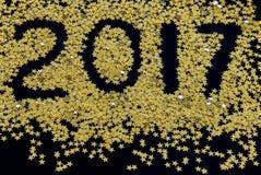 Gelukkige Nieuwjaar gouden sterren op zwarte achtergrond Royalty-vrije Stock Foto