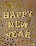 Gelukkige Nieuwjaar gouden tekst en gouden sterren Stock Afbeeldingen