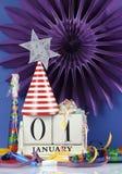 Gelukkige Nieuwjaar witte houten uitstekende kalender Stock Afbeelding