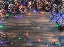 Gelukkige Nieuwjaarskaart met sneeuw op achtergrond Royalty-vrije Stock Afbeeldingen