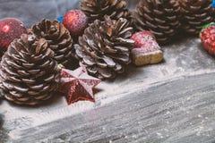 Gelukkige Nieuwjaarskaart met sneeuw op achtergrond Royalty-vrije Stock Foto's
