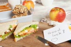Gelukkige nota in lunchbox Royalty-vrije Stock Afbeeldingen