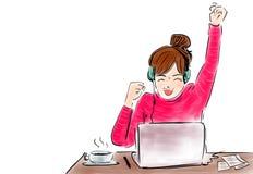 Gelukkige onderneemster met ja opgeheven in de lezingsbrief van de gebaarhand bij bureau voor laptop vector illustratie