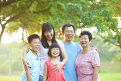 Gelukkige openluchtfamilie Royalty-vrije Stock Fotografie