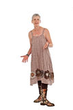 Gelukkige oudere vrouw in gebloeide laarzen en kleding Royalty-vrije Stock Foto