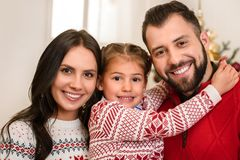Gelukkige ouders met dochter stock foto