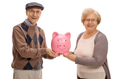 Gelukkige oudsten die een piggybank houden Royalty-vrije Stock Fotografie