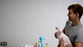 Gelukkige papa en gelukkige baby stock footage