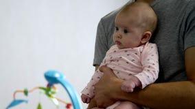 Gelukkige papa en gelukkige baby stock video