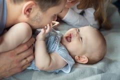 Gelukkige papa met dochter stock afbeelding