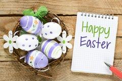 Gelukkige Pasen-achtergrond met eieren Royalty-vrije Stock Foto's