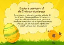 Gelukkige Pasen-affiche met tekst, ei en kip, de gele achtergrond van Pasen Stock Afbeeldingen