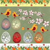 Gelukkige Pasen-groetkaart met egges, vogels en tak royalty-vrije stock afbeeldingen