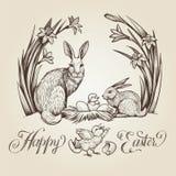 Gelukkige Pasen, hand getrokken kaart De uitstekende illustratie met konijnen, kippen, nest met eieren en narcissen bloeit Stock Afbeeldingen