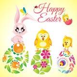 Gelukkige Pasen-leuke konijn en kippen als achtergrond op bloemen overladen eieren Royalty-vrije Stock Fotografie