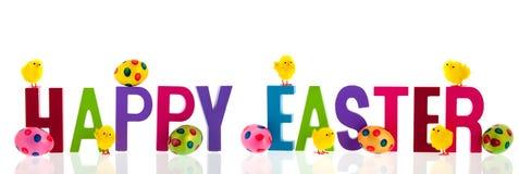 Gelukkige Pasen met eieren en kuikens Royalty-vrije Stock Foto's