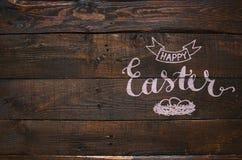 Gelukkige Pasen-nest het van letters voorzien kalligrafie Stock Foto