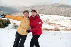 Gelukkige pensionering - moeder en dochter in de winter Stock Foto