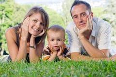 Gelukkige perfecte jonge familie Stock Foto's