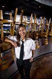 Gelukkige restaurantarbeider Stock Afbeeldingen