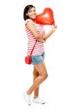 Gelukkige Romaanse vrouwen rode hart gevormde ballon Royalty-vrije Stock Afbeeldingen