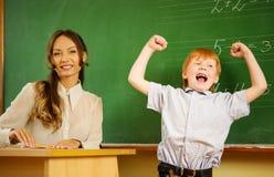 Gelukkige roodharigejongen in school Royalty-vrije Stock Foto