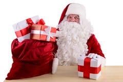 Gelukkige Santa Claus met giftboxes Stock Fotografie