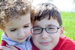 Gelukkige Siblings Royalty-vrije Stock Afbeeldingen