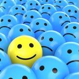 Gelukkige smiley tussen droevige degenen Royalty-vrije Stock Foto's