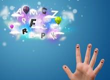 Gelukkige smileyvingers die kleurrijke magische wolken en bal bekijken Royalty-vrije Stock Fotografie