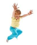 Gelukkige springende jongen die op wit wordt geïsoleerdÀ Stock Foto