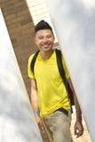 Gelukkige student op campus Stock Afbeeldingen