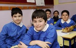 Gelukkige studenten in het klaslokaal Royalty-vrije Stock Foto