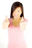 Gelukkige succesvolle Aziatische vrouwenduim omhoog Stock Afbeelding