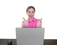 Gelukkige succesvolle vrouw bij laptop stock afbeeldingen