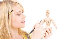 Gelukkige tiener met houten modelmodel Stock Afbeelding