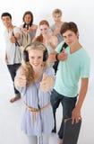 Gelukkige tieners die bij de camera glimlachen Stock Foto