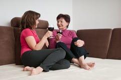 Gelukkige tijd - moeder met dochter Stock Afbeelding