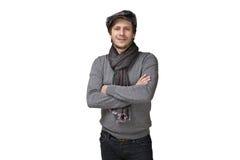 Gelukkige toevallige glimlachende die mens in hoed en sjaal over een wit wordt geïsoleerd Stock Afbeelding