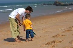 Gelukkige vader en zoon Stock Foto's