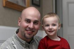 Gelukkige Vader en Zoon Royalty-vrije Stock Afbeeldingen