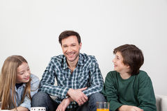 Gelukkige vader met zijn zonen Royalty-vrije Stock Afbeelding