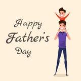 Gelukkige Vader` s dag Gelukkig familieconcept Papa die weinig zoon op zijn schouders vervoeren Royalty-vrije Stock Afbeeldingen