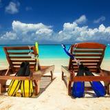 Gelukkige vakantie bij Paradijs Ontspan op het witte zand van strand royalty-vrije stock foto