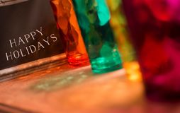 Gelukkige vakantiewoorden op bord kleurrijke groet met exemplaarruimte Royalty-vrije Stock Fotografie