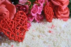 Gelukkige Valentine-dag met decoratiebloem en gras photoshoot stock foto