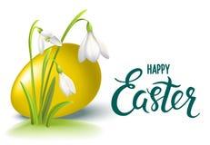 Gelukkige Van letters voorziende de kaart whith gouden ei van Pasen en Sneeuwklokjebloem - Vectorillustratie Royalty-vrije Stock Foto's