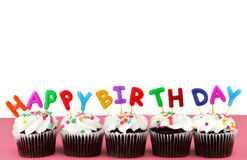 Gelukkige Verjaardag Cupcakes met kaarsen Stock Foto