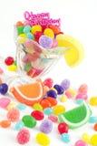 Gelukkige Verjaardag met Geassorteerd Suikergoed Stock Afbeeldingen